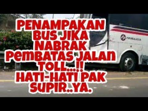 Bus Nabrak Pembatas Jalan Toll
