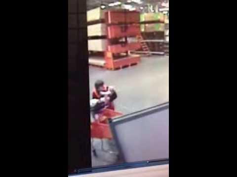 Videoja e djaloshit që shpëtoi një bebe pushton botën! (video)