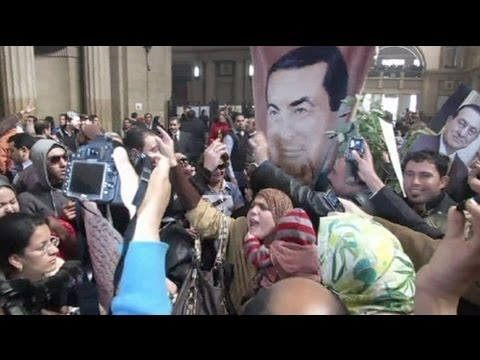 Egypt's Mubarak to have retrial, supporters rejoice