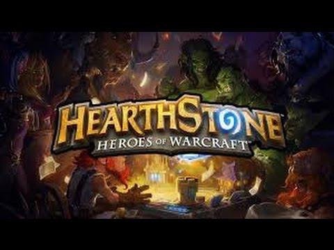 Девушка учится играть в Hearthstone