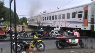 Video Baru Jalan Koq Sudah Ngebut Ya Ne Lokomotif Kereta Apa Berapa CC MP3, 3GP, MP4, WEBM, AVI, FLV Juli 2017