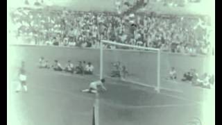Goleada do Flamengo sobre o Cruzeiro em 1968. Time carioca faz 5 a 1 sobre a Raposa no Maracanã. Data: 03/03/1968...