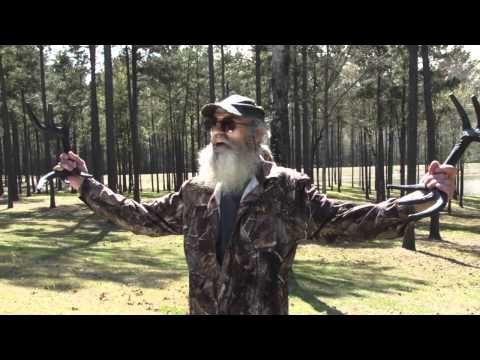 Funny Uncle Si unedited explains how to rattle in a deer