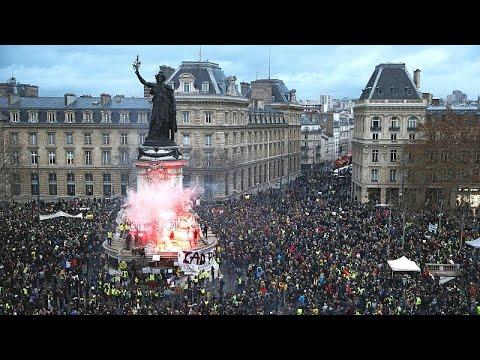 Γαλλία: Ολονύχτιες συγκρούσεις της αστυνομίας με «κίτρινα γιλέκα»…