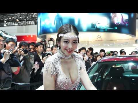 這到底是展覽美女還是車子阿!噴血了!