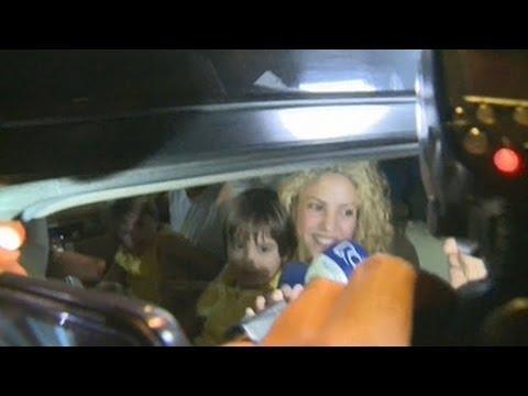 Shakira Y Piqué Llegan Con Sus Hijos A Barranquilla