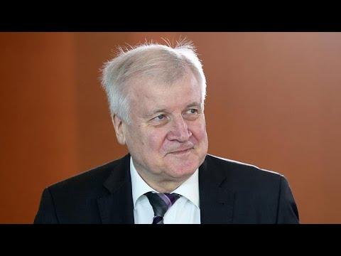 CSU: Innenminister Seehofer (bald 70) kündigt Karrier ...