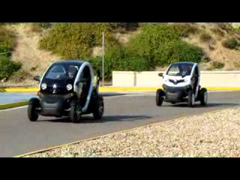 El Prncipe Felipe prueba el Twizy en Valladolid