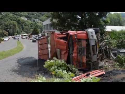 Caminhão desgovernado capota e motorista morre em Herval