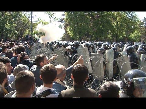 Բախում Բաղրամյան պողոտայում՝  ոստիկանների ու ցուցարարների միջև - DomaVideo.Ru