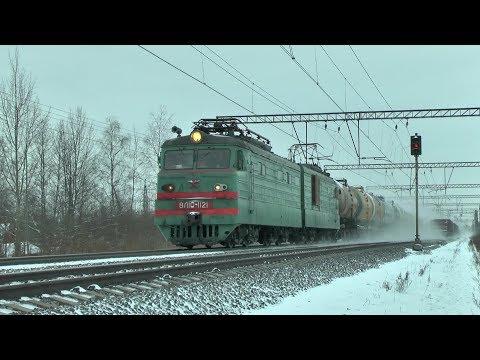 Электровоз ВЛ10-1121 с грузовым