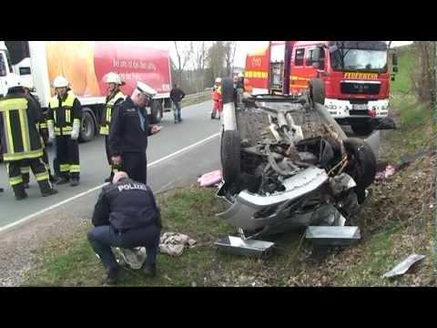 Usseln: Beifahrerin stirbt bei Unfall auf B 251