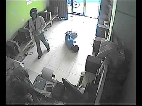 Pencurian di  Warnet Terekam cctv