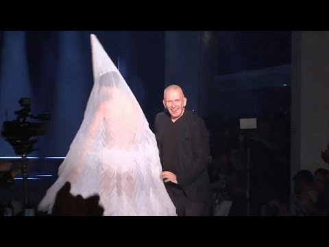 Paris Fashion Week: Glamour und Drama - Herbst- und ...