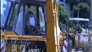 אמיתי לגמרי: ילד בן 3 מפעיל דחפור במקצועיות