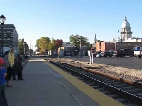 Amtrak train 302, arriving in Springfield, IL