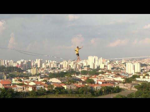 Hoch über São Paulo: Slackliner balancieren zwischen v ...