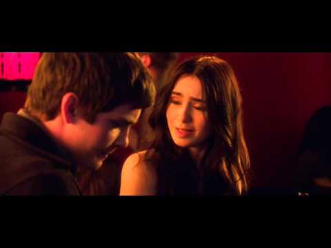 Stuck in Love Clip 'Friends'