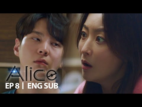 Kim Hee Seon is surprised to see Joo Won awake in his sleep [Alice Ep 8]