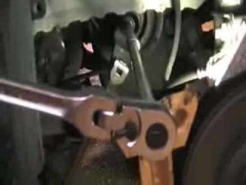 Auto Repair – Honda Crank Pulley Tool Use