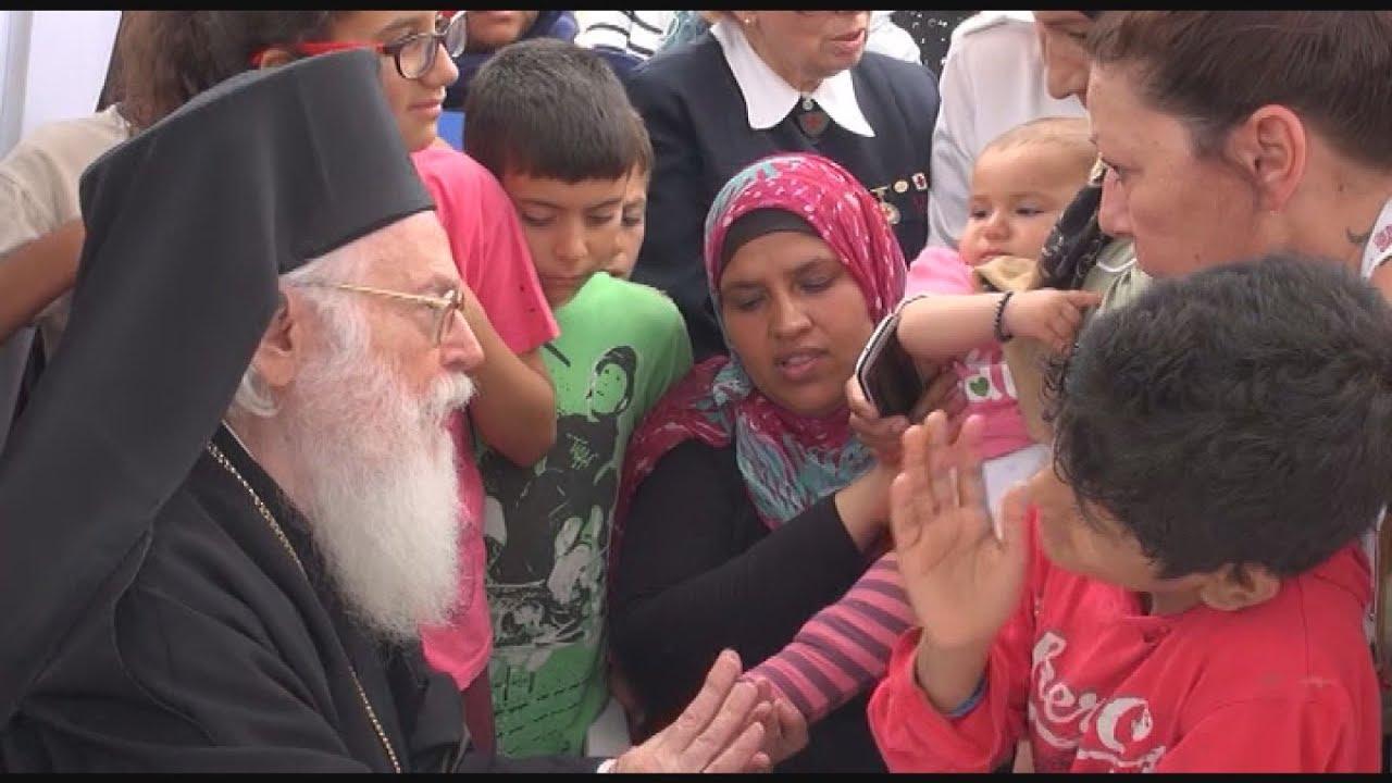 Ο Αρχιεπίσκοπος Αναστάσιος και ένα προσφυγόπουλο από το Κομπάνι. Μια ιστορία αγάπης και αλληλεγγύης.
