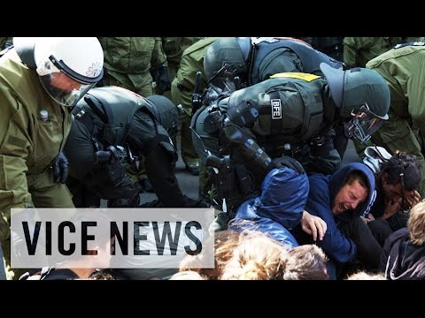 berlin - Subscribe to VICE News here: http://bit.ly/Subscribe-to-VICE-News In late June, Berlin's central Kreuzberg district became the scene of a tense standoff betw...