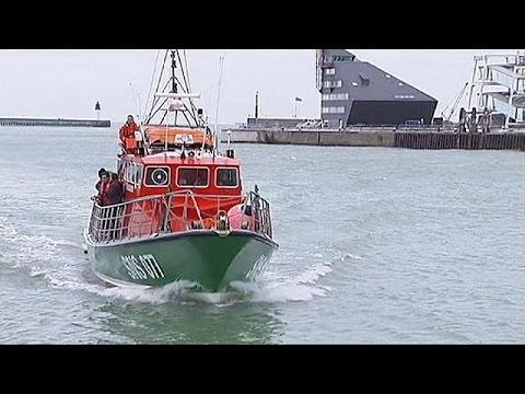 Menekülteket kellett kimenteni a vízből Calais-nál