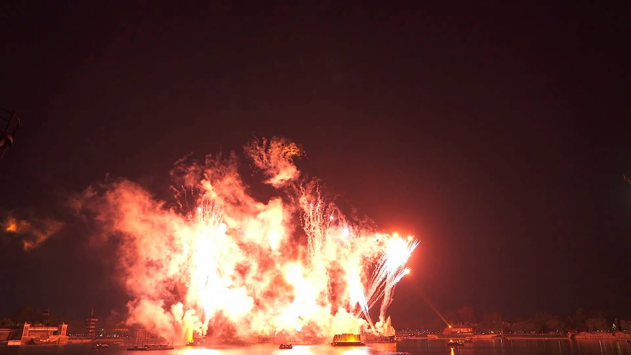 IllumiNations Reflections of Earth with Peace on Earth Finale 2015