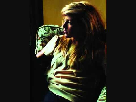 Tekst piosenki Ellie Goulding - Emergency po polsku