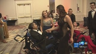 Community help teens with disabilities enjoy prom