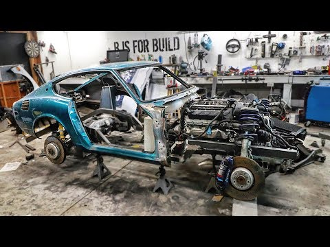 Mounting The 240Z Body To The Frame (видео)