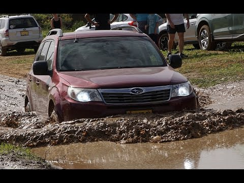 Subaru Forester doesn't stop in mud, sand and stones (видео)