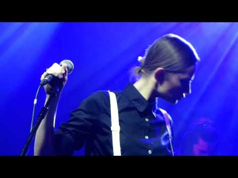 Tekst piosenki Kasia Stankiewicz - East po polsku