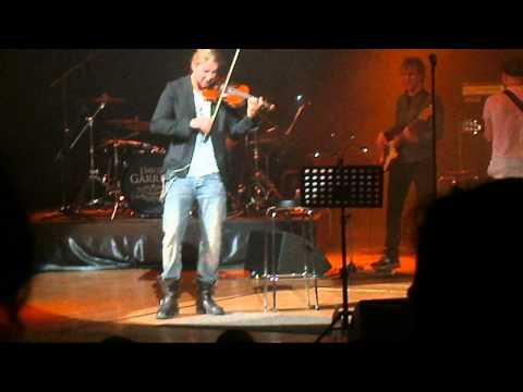peakdavid - He's playing Gypsy Dance. Sorry about my shaky hand and bad video quality. It was fun anyway!
