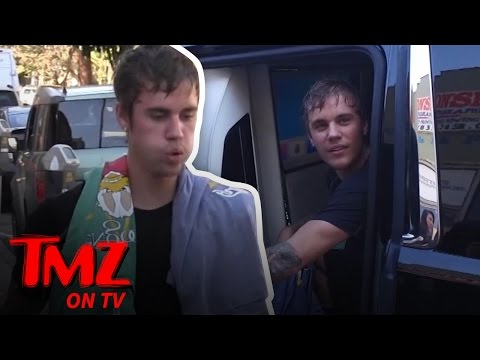 Justin Bieber Begs Paparazzi for Quiet Because He's 'Super Normal' | TMZ TV (видео)