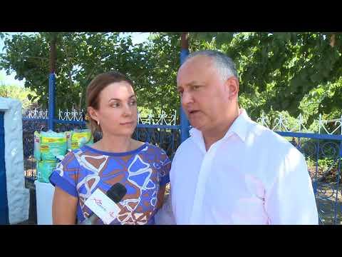 Președintele Republicii Moldova și Prima Doamnă a țării au înmînat cheile de la o casă familiei Ipati din satul Baccealia