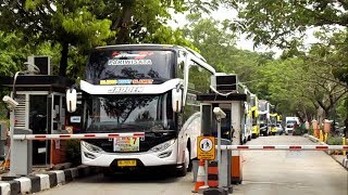 "Video Hampir Aja Nabrak Pager, 7 Unit Bus SHD ""AGAM TUNGGA JAYA"" Tinggalkan parkiran Monas Jakarta MP3, 3GP, MP4, WEBM, AVI, FLV Juni 2018"