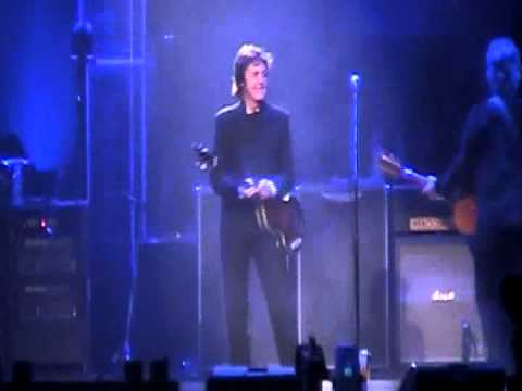 Paul McCartney walks out on-stage in Nashville Tennessee for the first time ever