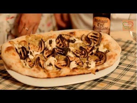Pizza romana con melanzane, bufala e pesto