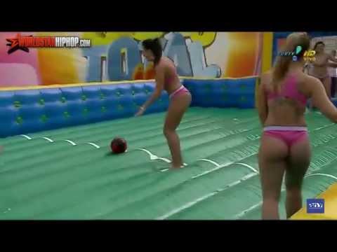 這群巴西女子向全世界詮釋了『足球運動的真諦』…但如果整場看完都找不到球,請不要懷疑!因為我也一樣在找著…