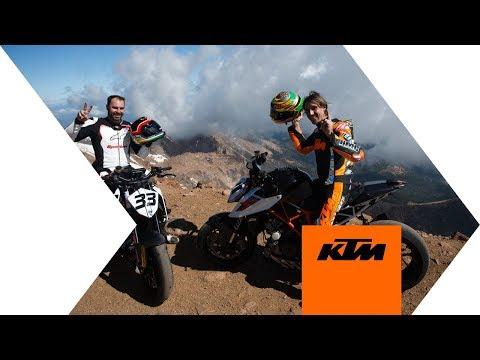 Vídeos de 'El 'vueltón' de la KTM Super Duke 1290R en Pikes Peak... ¡Desde el aire!'