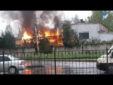 В промышленной зоне в районе Колмова случился пожар