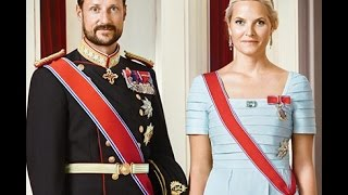 Official photographs of the members of the Royal House of Norway. Published in connection with the 25th anniversary of the ascension to the Norwegian throne ...
