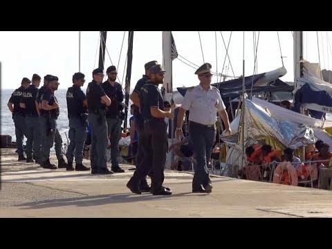 Νέο πλοίο ΜΚΟ έδεσε στη Λαμπεντούζα κόντρα στον Σαλβίνι…