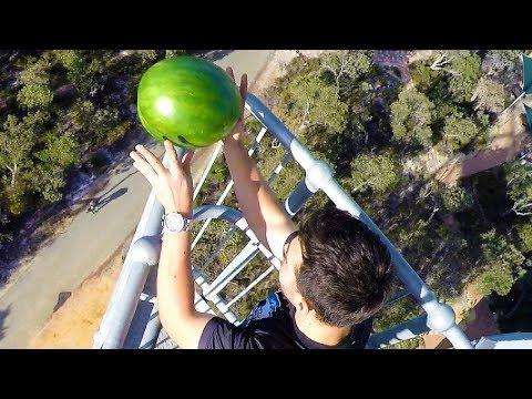 這班人將擁有「神級保護層的西瓜」從45公尺高空扔下,接著切開一看到裡面的狀況立馬驚嘆!