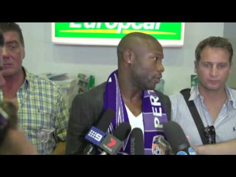 Gallas mobbed by fans at Perth airport