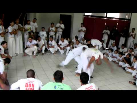 JORNAL JOGO SÉRIO - Realizado em Guaxupé encontro de capoeira dos Filhos da Bahia I