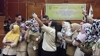 Video KEREN..!! Pasha Ungu Menyanyikan Lagu Virgoun Surat Cinta Untuk Starla // Sangatta Kutim 2017 MP3, 3GP, MP4, WEBM, AVI, FLV Desember 2017