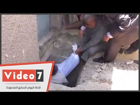 بالفيديو.. شاهد لحظة دفن جثمان الفنان مصطفى حسين وسط دعوات محبيه