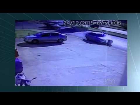 Motorista escapa por segundos de ser atingido por carro em GO